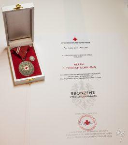 Bronzene Verdienstmedaille und Urkunde